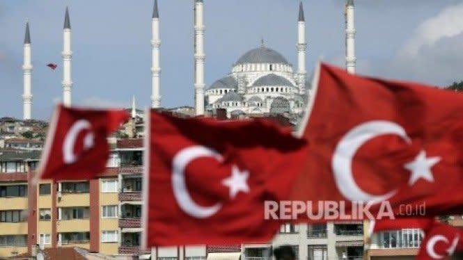 Nyaris Separuh Pemilih AKP Turki Ingin Sekte Islam Dibekukan