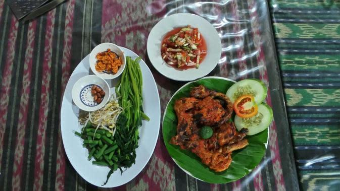 Ayam taliwang H. Moerad jadi pilihan wisata kuliner di Lombok.
