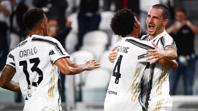 Bek Juventus, Leonardo Bonucci, melakukan selebrasi usai mencetak gol ke gawang Sampdoria pada laga Serie A di Stadion Allianz, Minggu (20/9/2020). Juventus menang dengan skor 3-0. (Marco Alpozzi/LaPresse via AP)