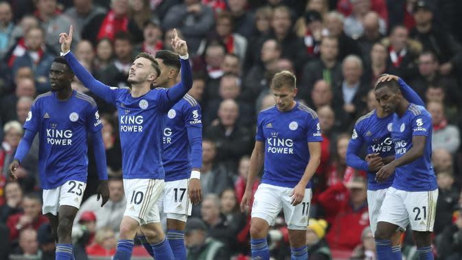 Pemain Leicester City James Daniel Maddison merayakan golnya ke gawang Liverpool dalam lanjutan Liga Inggris di Anfield, Sabtu (5/10/2019).(AP Photo/Jon Super)