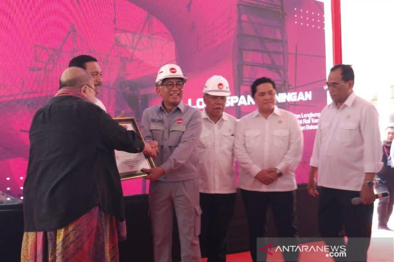 Adhi Karya raih dua rekor MURI untuk jembatan lengkung LRT Jabodebek