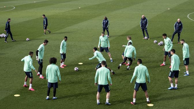 Para pemain Real Madrid saat mengikuti sesi latihan tim di Valdebebas di Madrid. (AP Photo/Oscar Del Pozo)