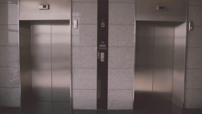 60 Detik di Lift, Wanita Ini Tularkan Virus Corona pada Puluhan Orang