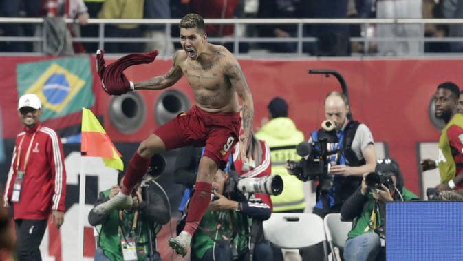 Striker Liverpool Roberto Firmino merayakan golnya ke gawang Flamengo pada laga final Piala Dunia Antarklub di Khalifa International Stadium Doha, Qatar, Minggu (22/12/2019) dini hari WIB. (AP Photo/Hassan Ammar)
