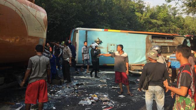 Penampakan horornya kecelakaan bus di Lampung yang tewaskan 8 penumpang (Foto: Kabid Humas Polda Lampung, Kombes Pol Zahwani Pandra Arsyad)