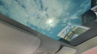 玻璃車頂曬到滿頭熱?!特斯拉 Model 3 原廠遮陽簾立刻買起來,隔熱又遮陽、採光一樣好棒棒