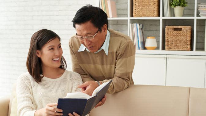 Ilustrasi Ayah dan Anak Perempuan/copyright shutterstock