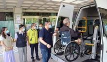 企業家李先生捐贈中榮埔里分院進口復康巴士