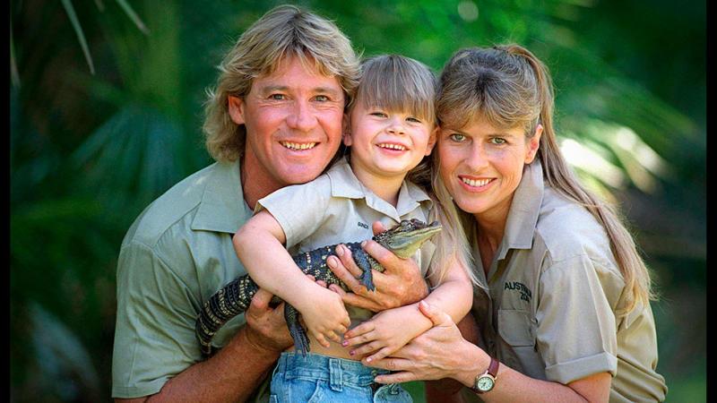 Bindi Irwin holds a baby crocodile as she poses with Steve Irwin, and his wife, Terri Irwin.