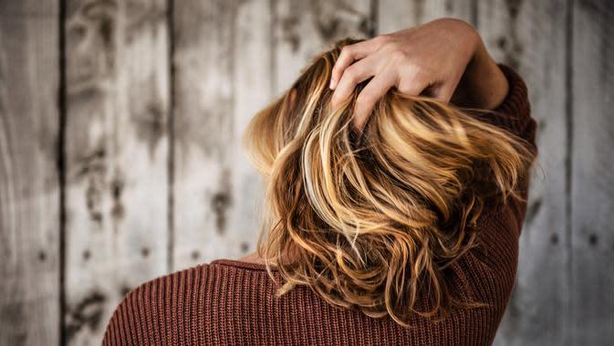 ilustrasi perbedaan serum dan vitamin untuk perawatan rambut rusak/unsplash