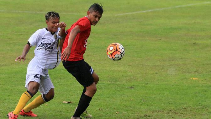Martinus Novianto Ardhi termasuk satu dari empat pemain muda Bali United yang dipinjamkan ke Persikad. (Bola.com/Muhammad Qomarudin)