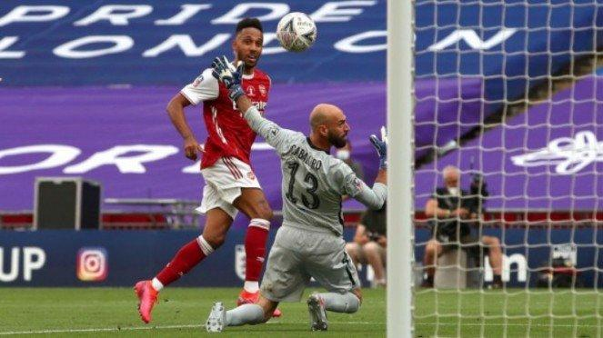 Aksi striker Arsenal, Pierre-Emerick Aubameyang, di final Piala FA