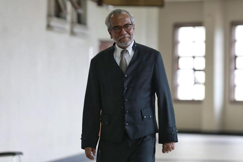 Lawyer Tan Sri Muhammad Shafee Abdullah is pictured at the Kuala Lumpur High Court June 4, 2020. — Picture by Ahmad Zamzahuri