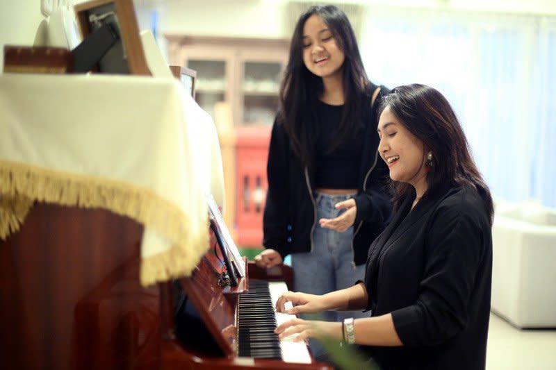 Ilona, Kiara Karin, dan Ope rilis video musik bersama