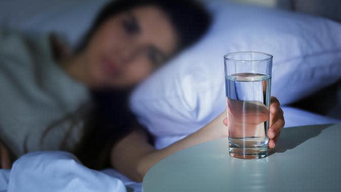 minum air putih. (Sumber Foto: Skyflo Health)