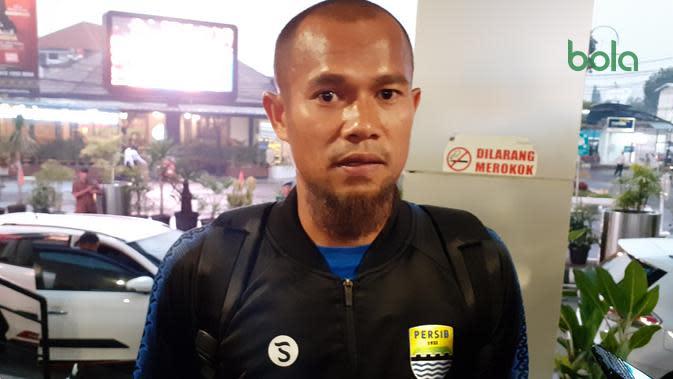 Kapten Persib Bandung, Supardi Nasir, setelah menjalani laga tandang melawan Bali United. (Bola.com/Erwin Snaz)