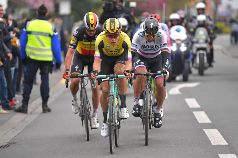 Lampaert, Van Aert and Sagan at the head of the race