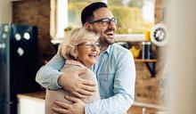 年老後想讓親子關係更加溫?試著學習以開放的心態擁抱彼此,接受孩子性向吧