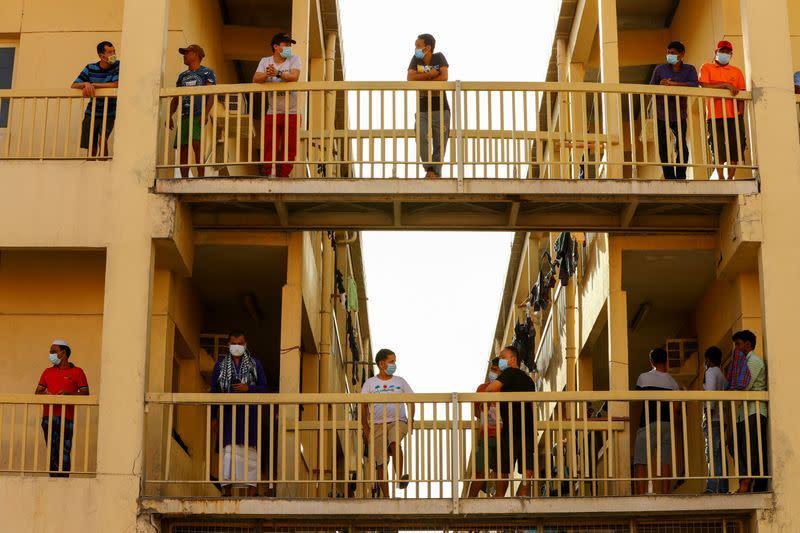 Pekerja migran di UEA resah tentang masa depan dalam ekonomi virus corona
