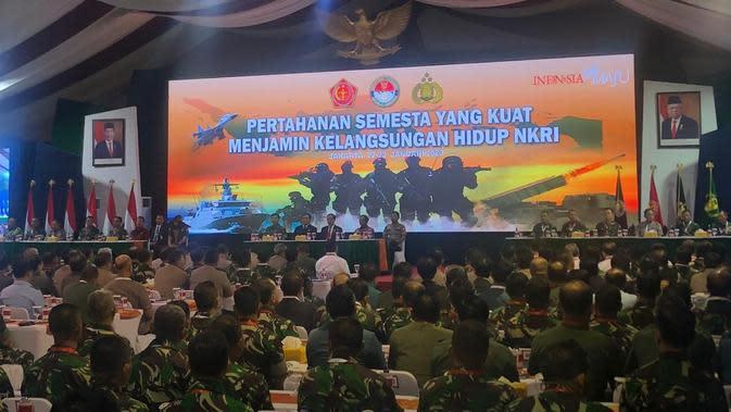 Jokowi Bakal Naikkan Usia Pensiun TNI Jadi 58 Tahun