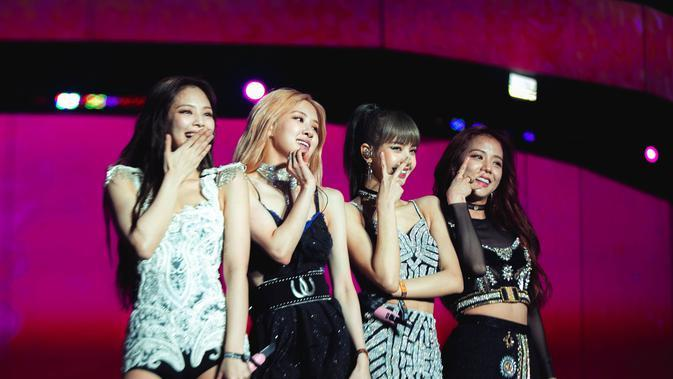 Lovesick Girls akan jadi single yang menemani rilisnya The Album 2 Oktober mendatang.