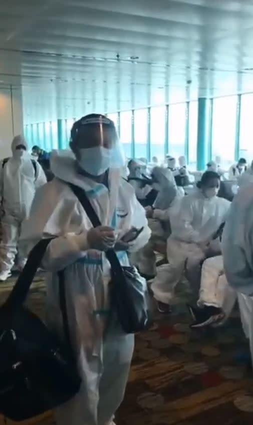 九成乘客全都包緊緊。(圖/翻攝自爆怨公社臉書)