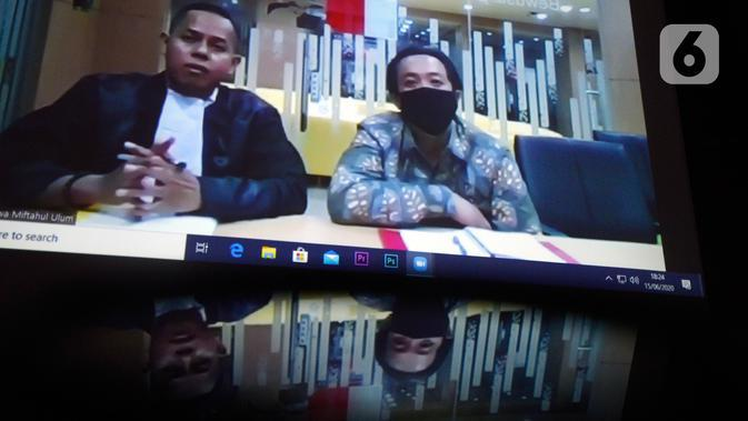 Terdakwa kasus dugaan suap dana hibah KONI, Miftahul Ulum menjalani sidang vonis secara online di Gedung KPK, Jakarta, Senin (15/6/2020). Asisten mantan Menpora, Imam Nahrawi itu divonis hukuman penjara selama 4 tahun ditambah denda Rp 200 juta subsider 3 bulan kurungan. (merdeka.com/Dwi Narwoko)