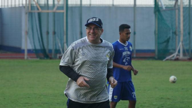 Pelatih Persib Lega Fabiano Resmi Jadi WNI