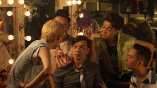 【張哲鳴影評專欄 / 金馬57專題】新加坡喜劇天王的《男兒王》 李國煌變裝爭戰金馬影帝