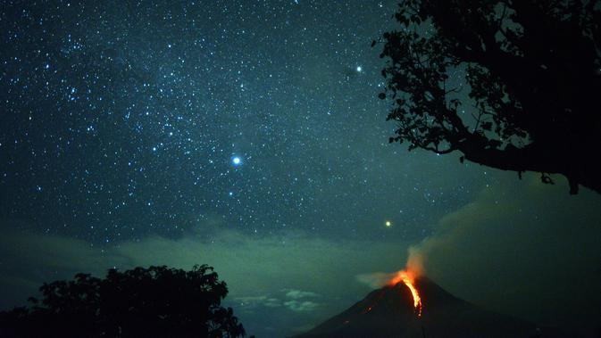 Ilustrasi erupsi gunung berapi (AFP / Lana Priatna)