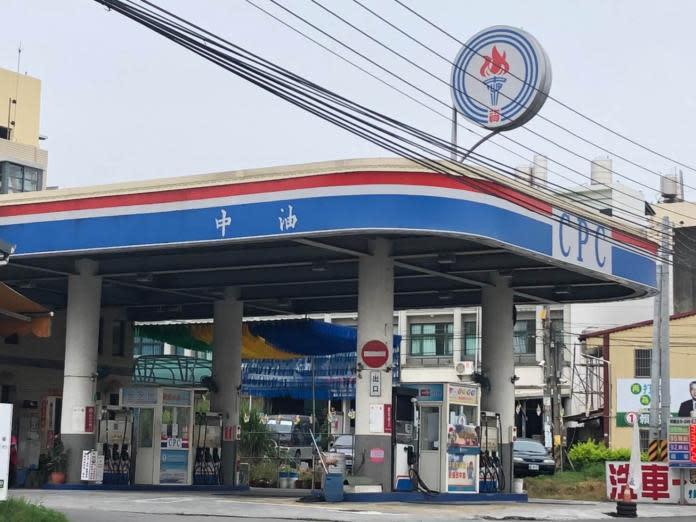 ▲自6月1日起,油價將調漲新台幣0.3元。(圖/NOWnews資料照,記者陳雅芳攝)