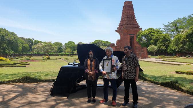 Concert Grand Piano SR1928 The Awakening menyabet rekor MURI sebagai Piano Terbesar di Indonesia. (dok. Saniharto)