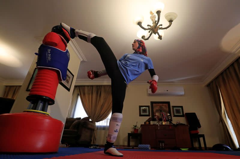 Taekwondo: Olympic medalist adjusts to training in living room