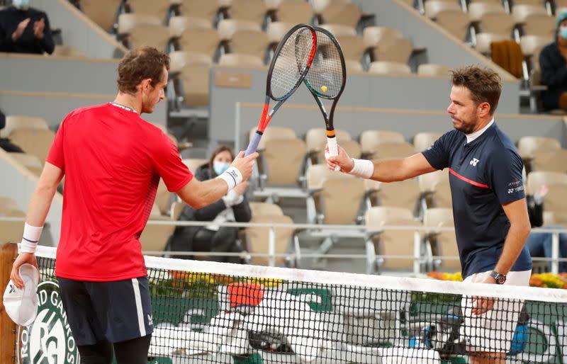 Wawrinka thrashes Murray as big match falls flat