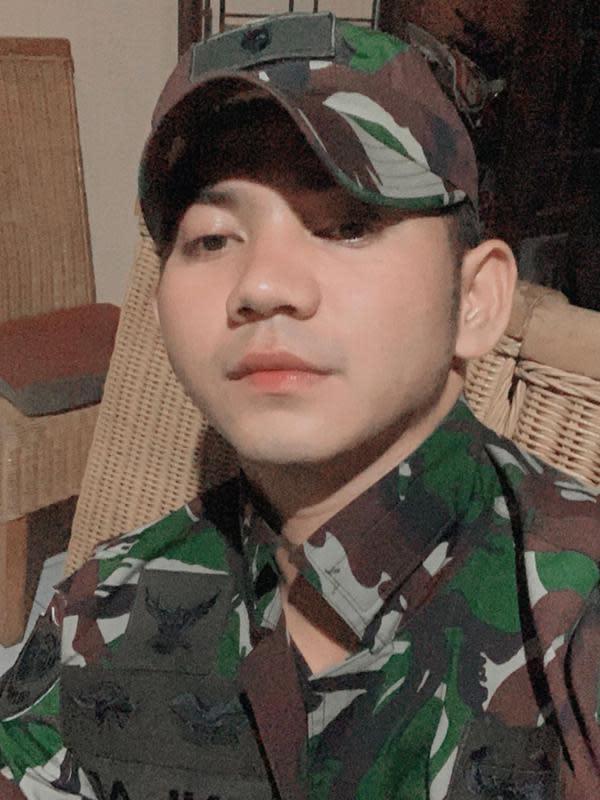 Rizki DA pakai seragam tentara (Sumber: Instagram/da2_rizki123)