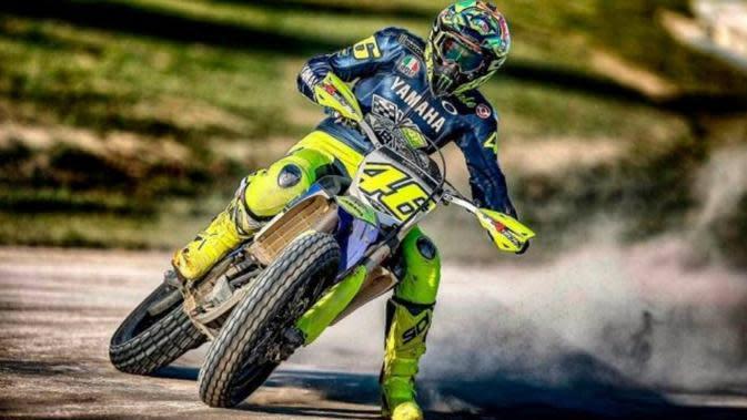 Bahagianya Valentino Rossi dan Pembalap MotoGP Kembali Tunggangi Motor