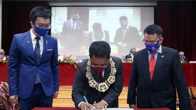 Agustinus Purna Irawan dilantik sebagai Rektor Universitas Tarumanagara (Untar) untuk periode kedua (2020-2024), Senin (31/8/2020). (Foto: Dokumentasi Humas Universitas Tarumanegara)