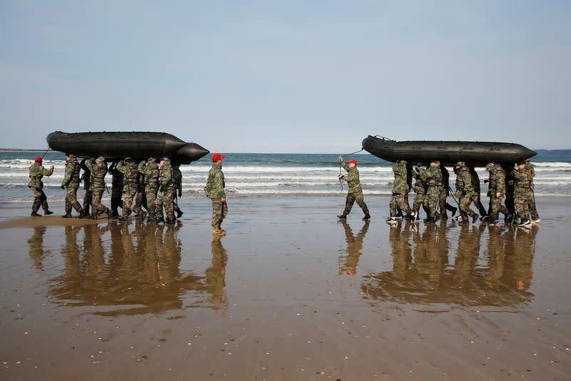 Anak muda Korea Selatan ikuti pelatihan Korps Marinir di pantai
