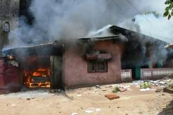 Gedung-gedung dibakar jelang refendum di Guinea