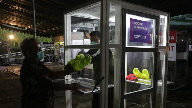 Potret bilik pemeriksaan Corona Covid-19 Surabaya. (Sumber: Twitter/BanggaSurabaya)