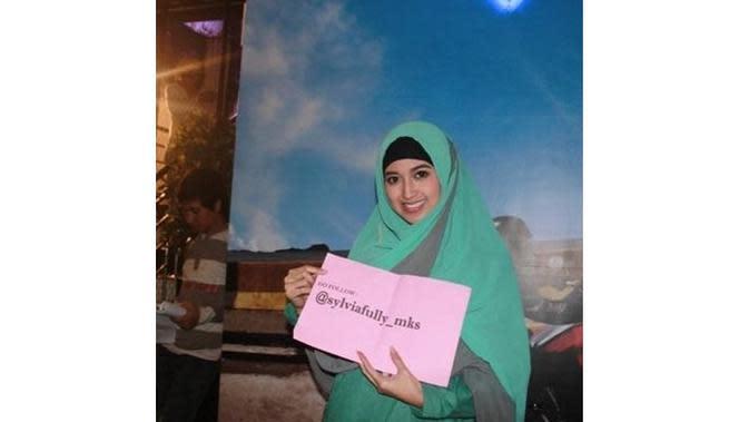 6 Potret Sylvia Fully Tampil Berhijab, Aktris Hits FTV (sumber: Twitter.com/sylviafully_mks)