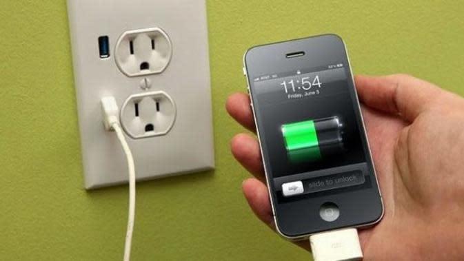 Ilustrasi charger handphone | Via: lebahmaster.com
