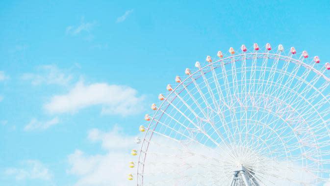 Tempozan Ferris Wheel (Photo by Clark Gu on Unsplash)