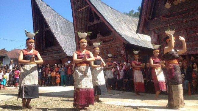 Kembangkan 10 Desa Wisata Danau Toba, Luhut Gandeng Dua BUMN