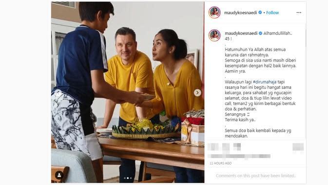 Maudy Koesnaedi merayakan ulang tahun ke-45 di rumah aja bareng suami dan buah hati. (dok. Instagram @maudykoesnaedi/https://www.instagram.com/p/B-uiJdKpUCk/?hl=en/Putu Elmira)