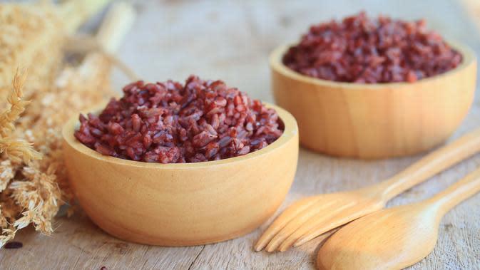Nasi merah./Copyright shutterstock.com/g/THaNtHiMa