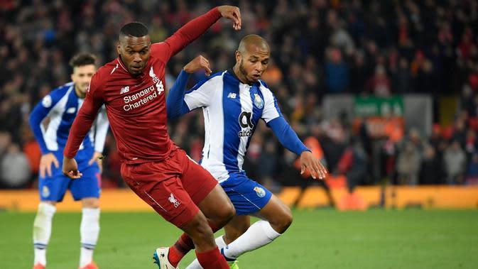 Aksi Daniel Sturridge pada leg 1, babak perempat final Liga Champions yang berlangsung di Stadion Anfield, Liverpool, Rabu (10/4). Liverpool menang 2-0 atas Porto (AFP/Glyn Kirk)