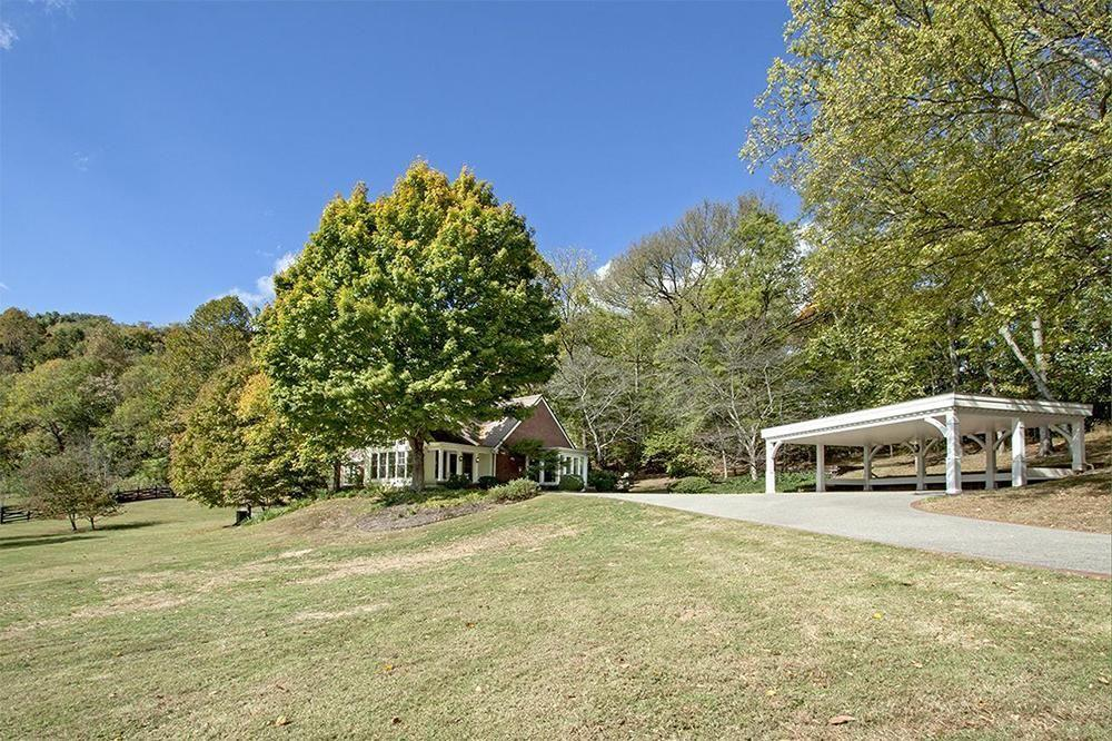 <p>After two hefty price drops, the house has sold for $3.7m meaning someone got a bargain. </p>