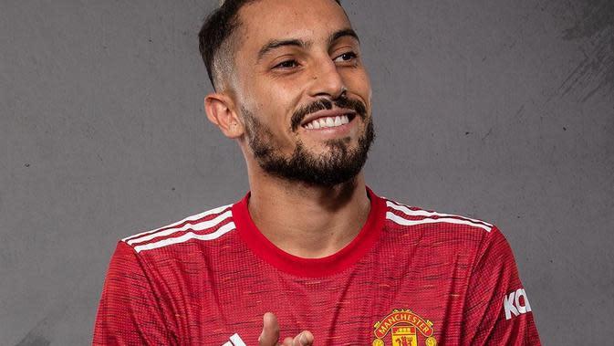 Bek anyar Manchester United (MU) Alex Telles. (foto: Instagram @manchesterunited)