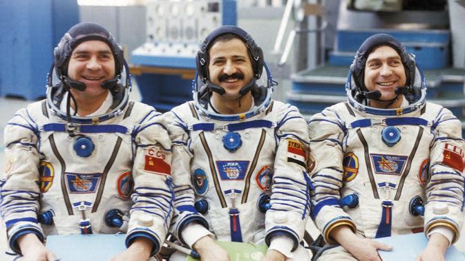 Kisah Astronot Suriah, dari Pahlawan Nasional Jadi Pengungsi (The Guardian)